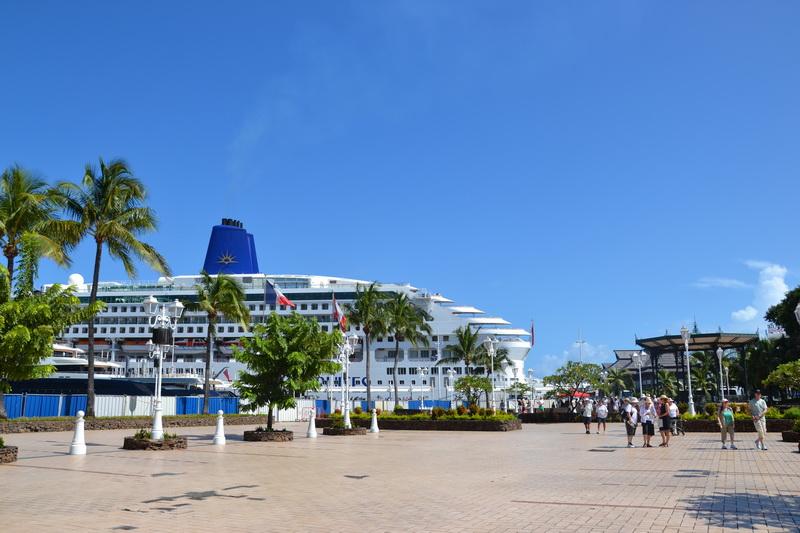 главный порт Островов Общества - Папеете