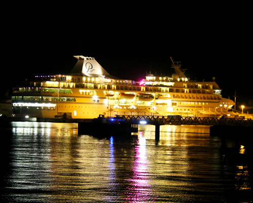 Cruising ship entering in Papeete