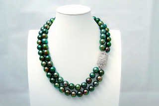 Necklace of Polynesian pearl